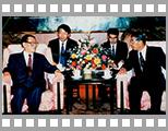 1996年时任国家主席江泽民会见电通总裁成田丰.jpg